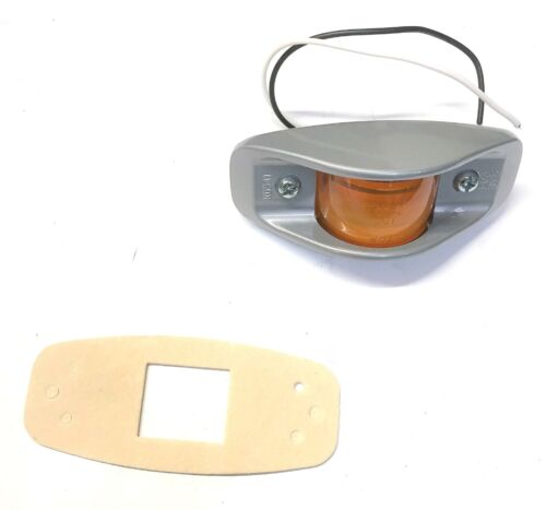 KD Lamp Company/New Flyer Amber Marker Light [Missing Hardware] KD541 NOS