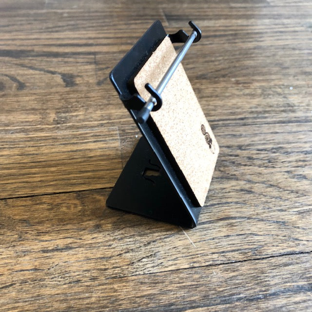 Stands by Scooter (Pendant Stand)