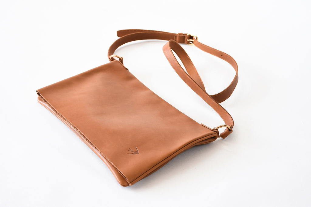 Emma Camel Leather Clutch With Flap Maison Jeanne - Clutch Maison Jeanne