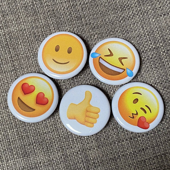 EMOJI mini badge set