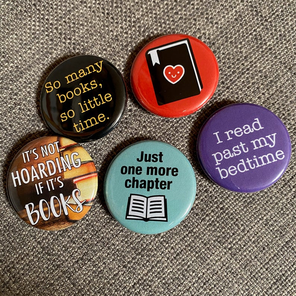 BOOK LOVER badge set