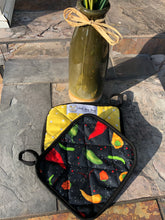 Load image into Gallery viewer, Peppers & Polka  -(1) Potholder