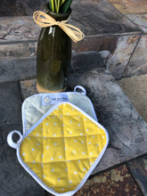 Load image into Gallery viewer, Polka & pale yellow  - (1) Potholder