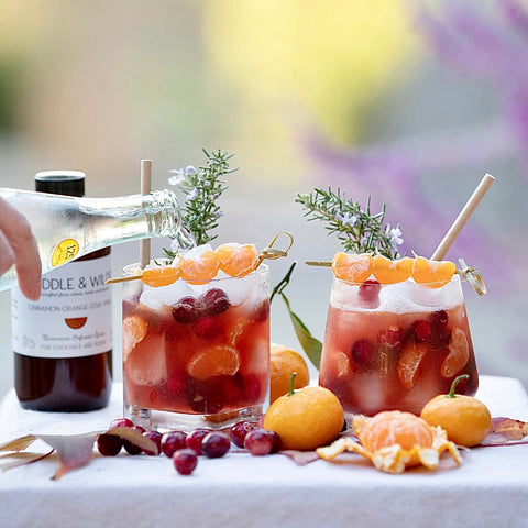 Festive cocktail with bourbon, cranberry and Muddle&Wilde Cinnamon-Orange-Star Anise