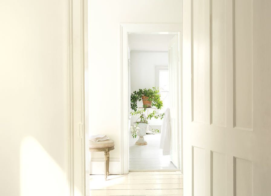 Benjamin Moore Color of the Year 2016 - Simply White OC-117