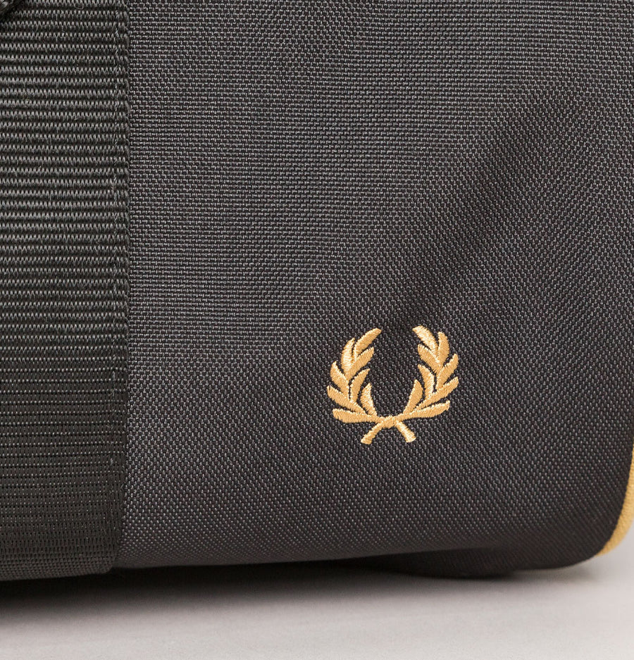 Fred Perry Twin Tipped Barrel Bag Black/Champagne