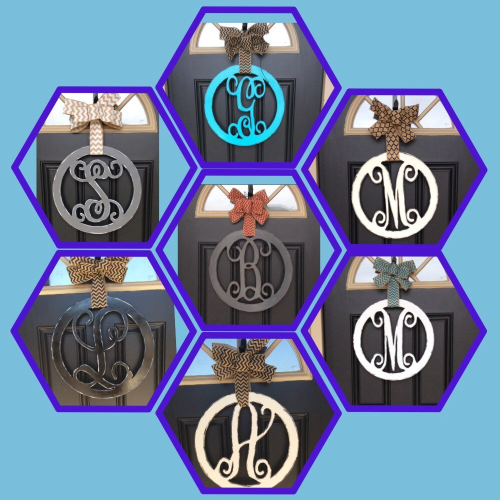 Circle Monogram Door with  Center Bow