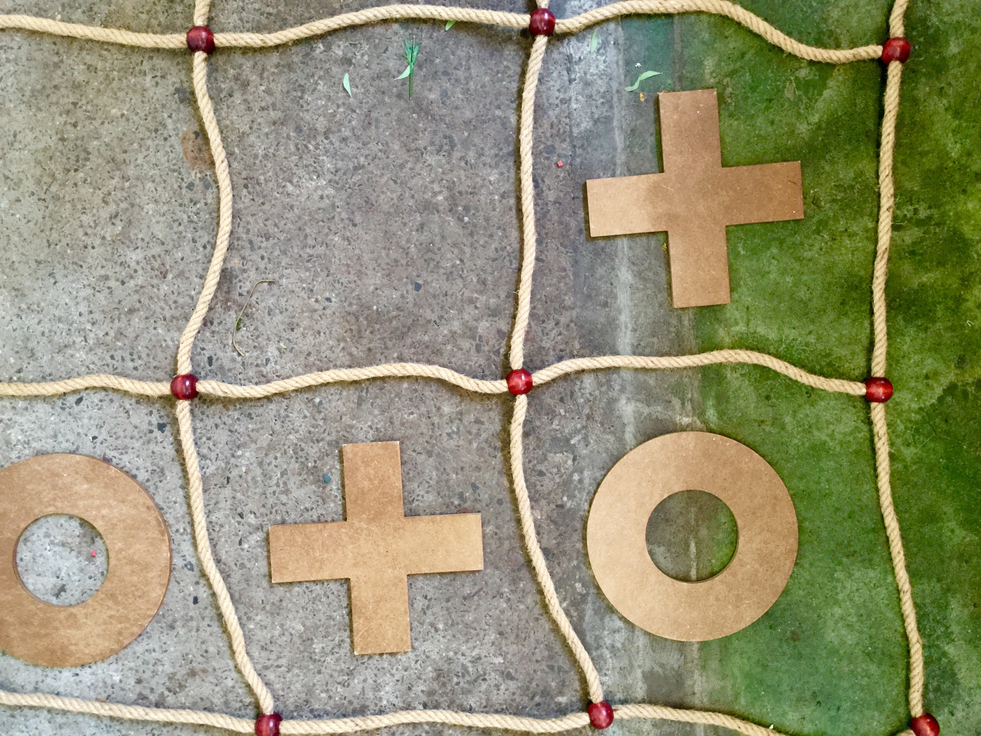 Naughts and crosses – giant wood and rope