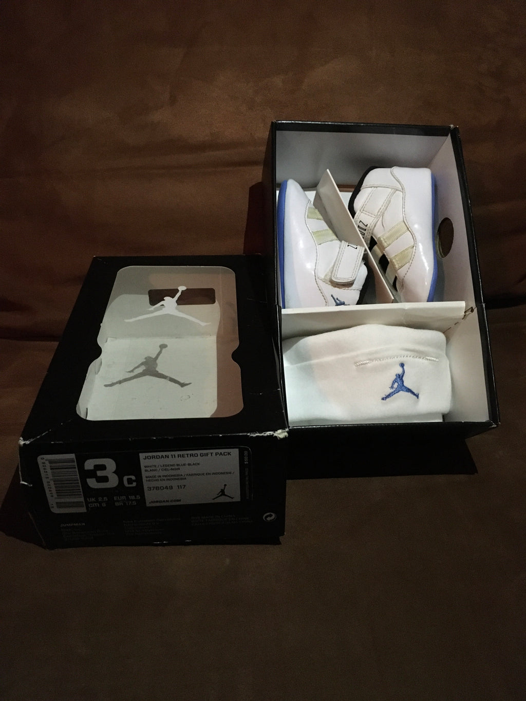 Sz 3C Legend Blue 11s crib set $150 🥰