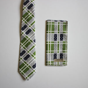 Domino Necktie in Grass