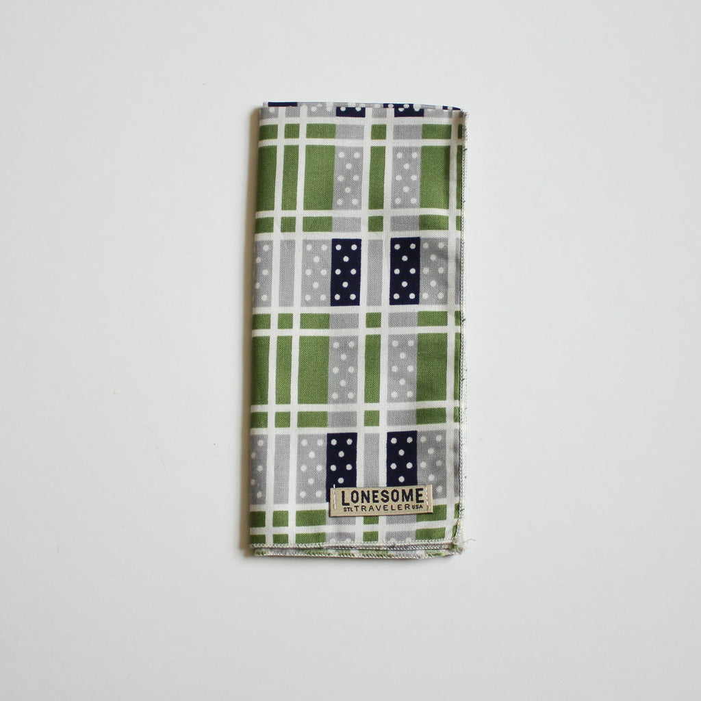 Domino Pocket Square in Grass