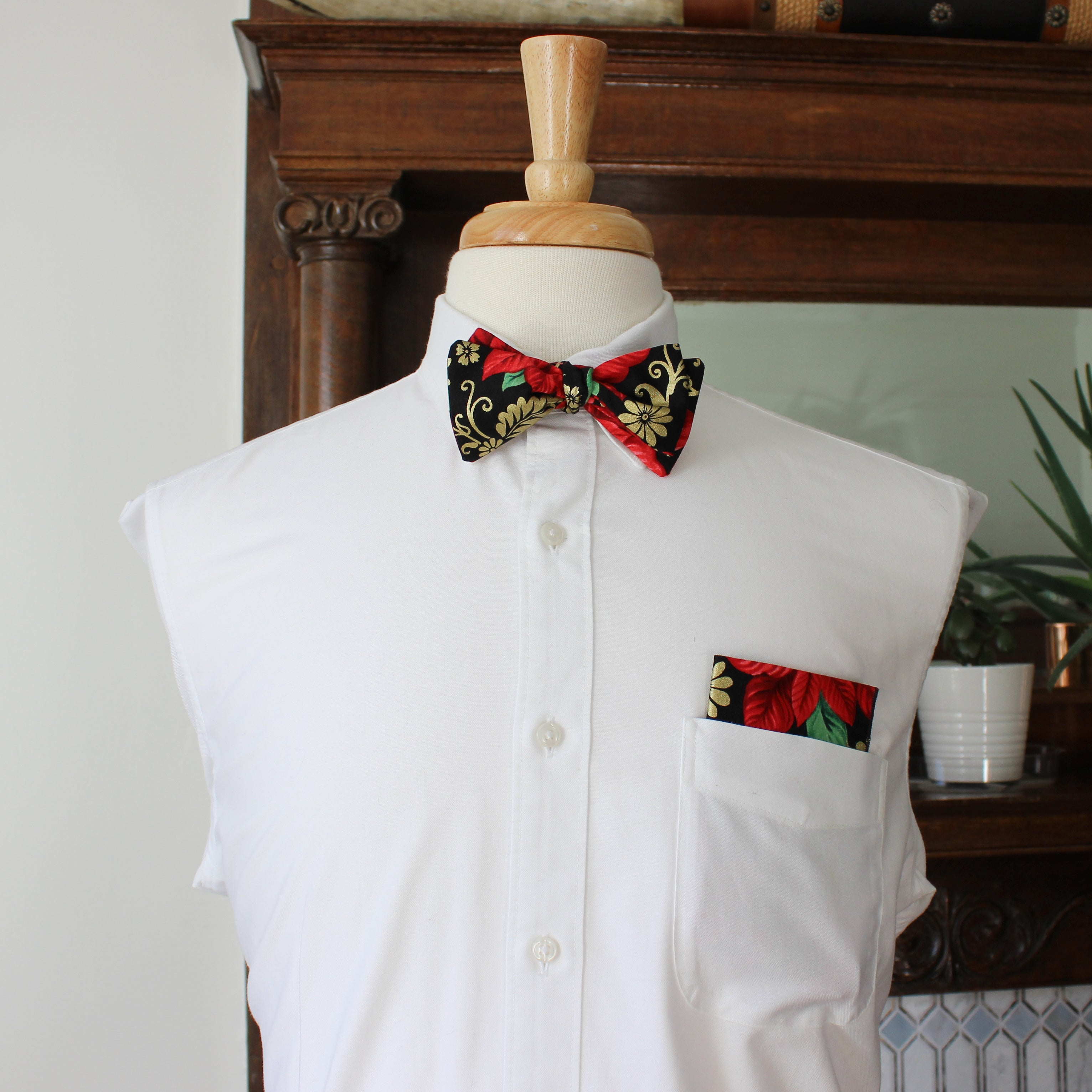 Mistletoe Holiday bow tie with Gold Metallic Highlights