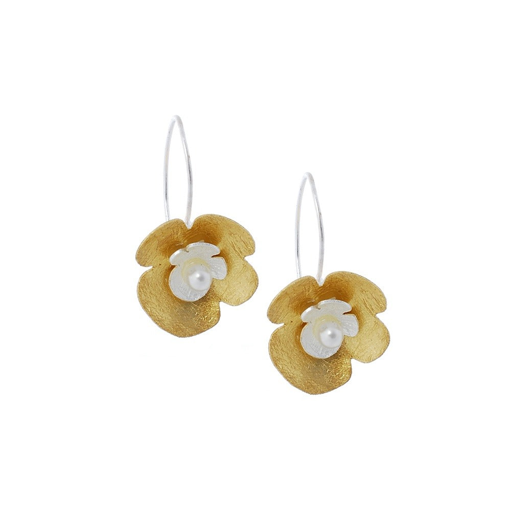 Sterling silver gilded earrings with freshwater pearl in the centre