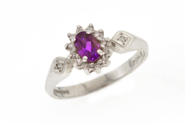 9ct white gold ring with amethyst and diamonds