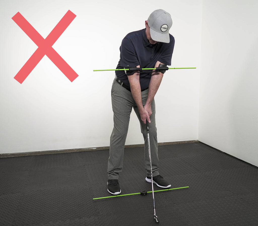 Photo of incorrect shoulder alignment. Shoulders should not be level at address.