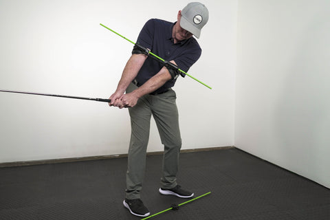 illustration of man using swing align to square up a great golf swing