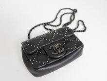 Indlæs billede til gallerivisning Chanel Limited Edition Mini Leather