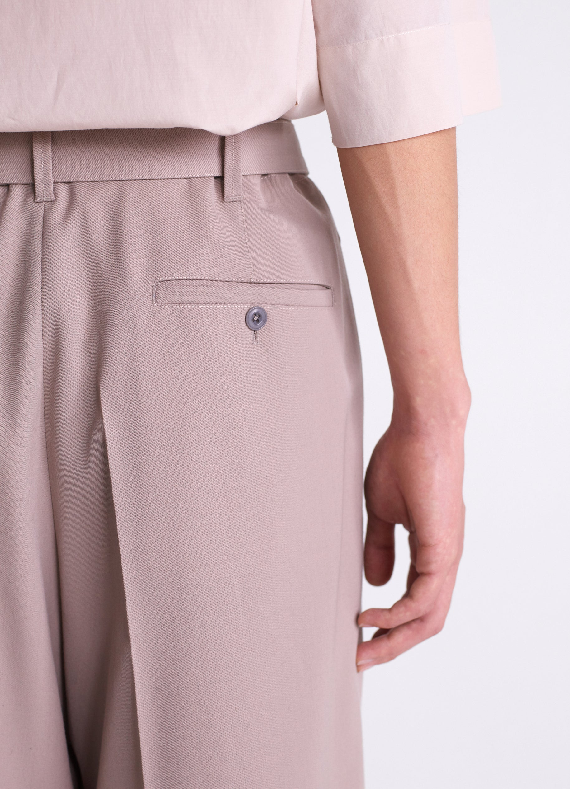 BELTED PLEAT PANTS
