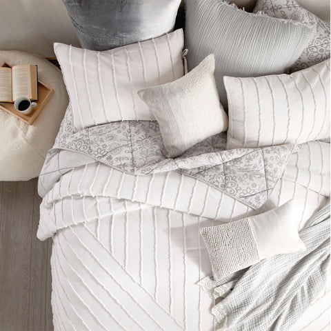 White Linear Loop Comforter Layered with Grey Printed Quilt