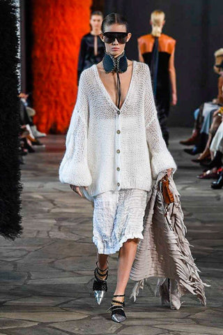 Loewe total look blanco paris fashion week