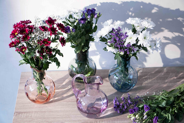 Flowers in different colour options of Marika Jugs