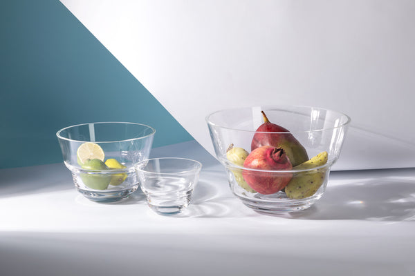 Different sizes of Cloudless Clear Bowls with fruits