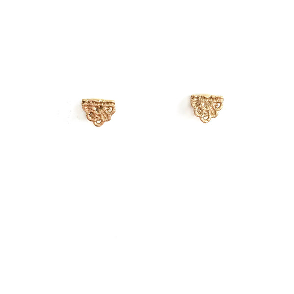 14k yellow gold Guipure lace studs