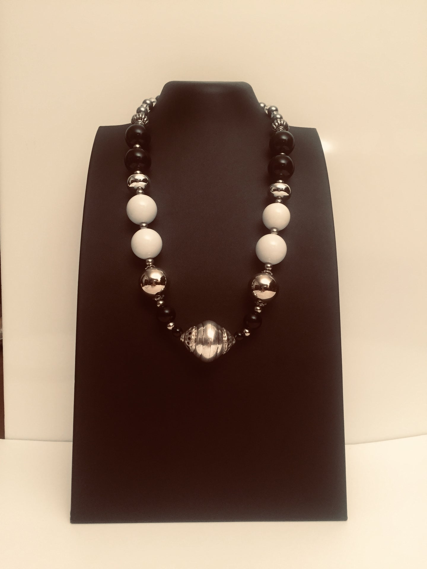 Black Tulip - black and white necklace design