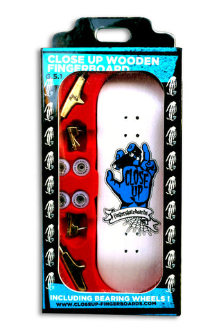 Close up Riding hand complete - yellowood fingerboard fingerskate