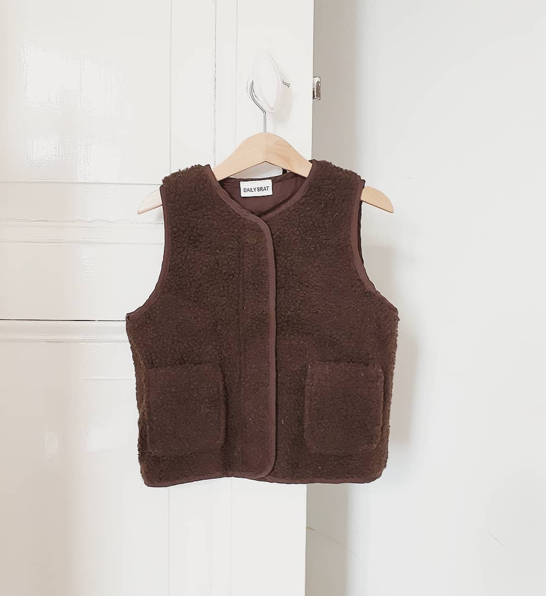 DAILY BRAT TEDDY VEST BROWN