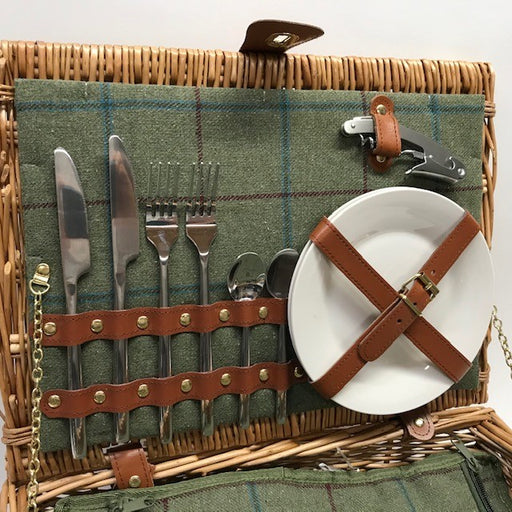 MG Picnic Basket with Accessories