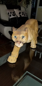 Cougar statue in lifelike detail