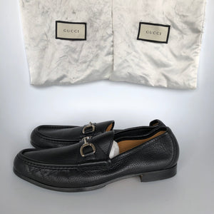 GUCCI Men's Classic 1953 Horsebit Pebbled Leather Loafers Black Sz 8.5-infinitote.com
