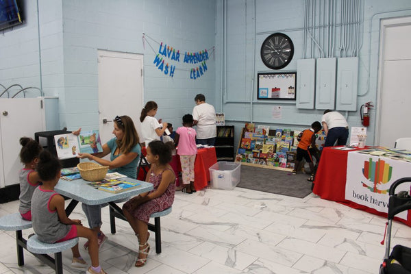 Kids learning from a Wash and Learn event