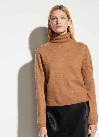 Lightweight Boiled Cashmere Fitted Turtleneck in Amber