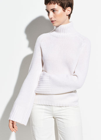 Saddle Sleeve Cashmere Turtleneck in Off White