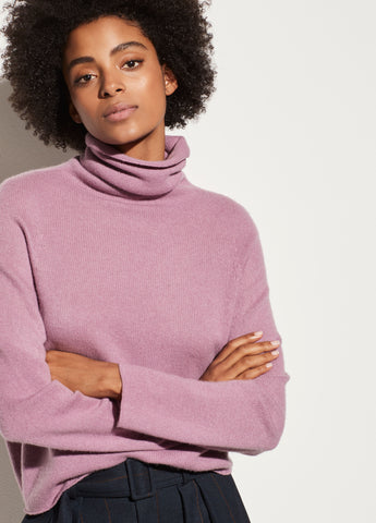 Cashmere Seamless Turtleneck in Amarena