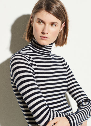 Ribbed Wool Cashmere Turtleneck in Coastal/Off White