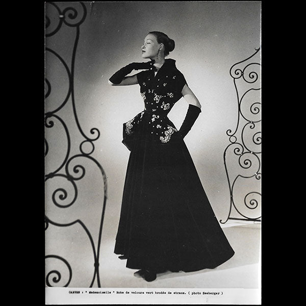 Carven - Robe Mademoiselle, photographie de Seeberger (1951)