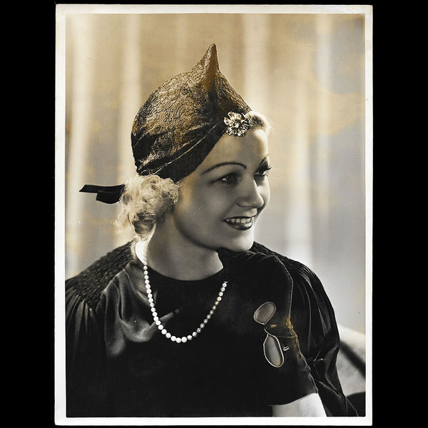 Agnès - Chapeau porté par Amy Colin, Miss Paris 1935, tirage de Georges Saad