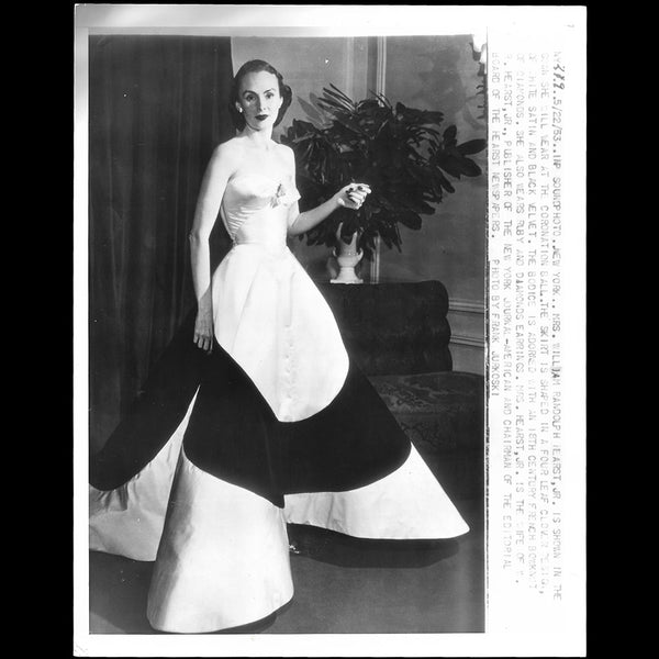 Charles James - Robe Clover portée par Mrs Randolph Hearst au bal du couronnement (1953)