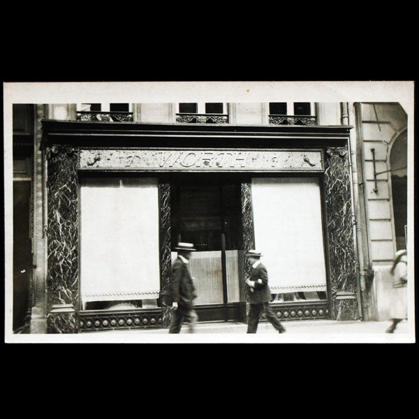 Worth, boutique du 7 rue de la Paix, Paris (circa 1910)