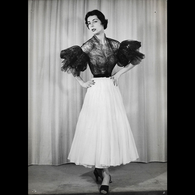 Schiaparelli - cape du soir en taffeta rose shocking (1951)
