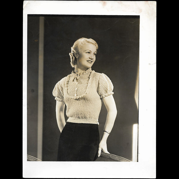 Ensemble porté par Amy Colin, Miss Paris 1935, tirage de Georges Saad