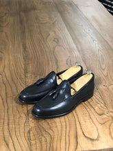 Load image into Gallery viewer, Tasseled Leather Black Loafers