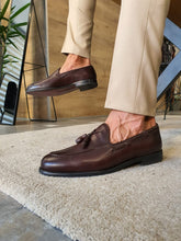 Load image into Gallery viewer, Peaky Sardinelli Tassel Detailed Brown Loafer