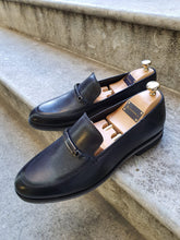 Load image into Gallery viewer, Shleton Sardinelli Buckle Detailed Black Leather Shoes