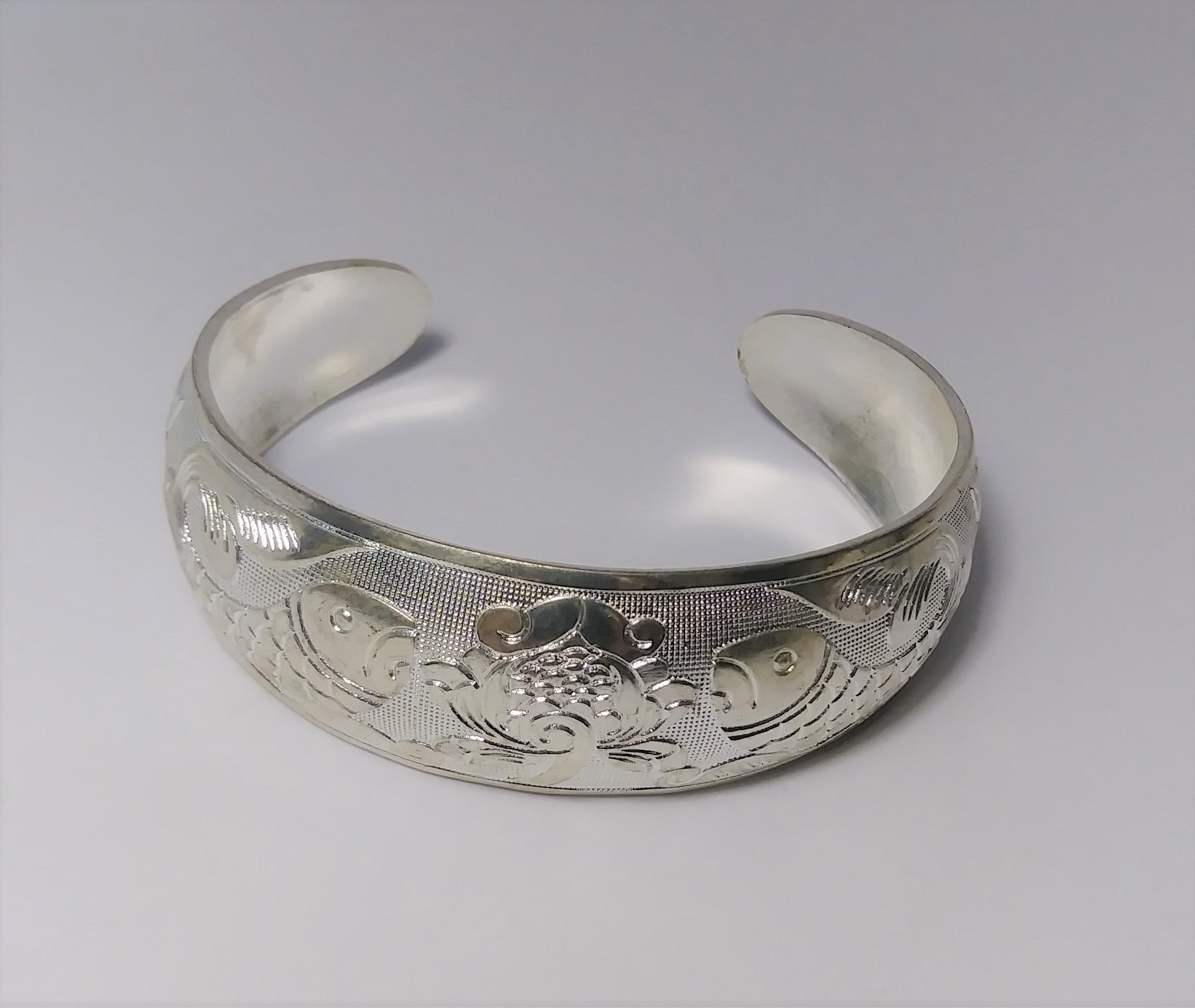 Precious Sterling silver artistic carved bangle