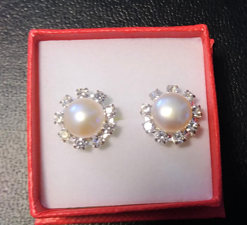 100% Pearl with rhinestone earring set