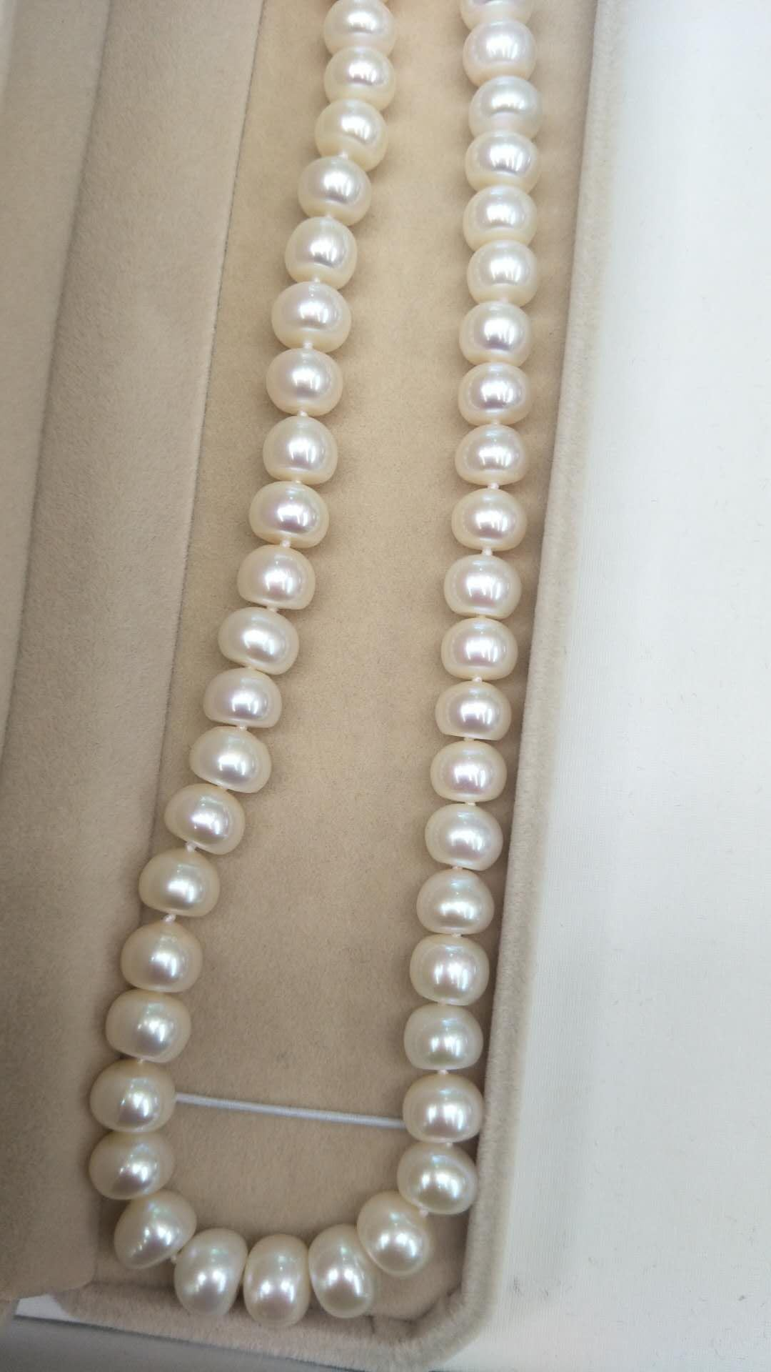 AAA grade, 9-10 mm Beautiful and Large cultured water Pearl necklace-Must Have!